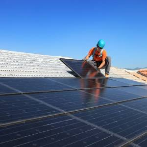 Location et rénovation de toiture photovoltaïque à Agen ...